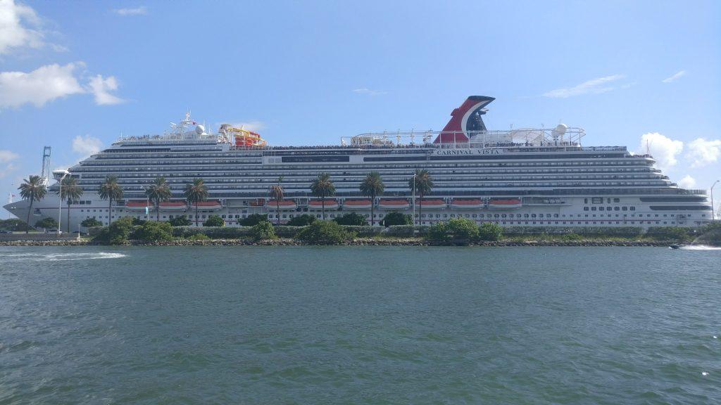 Crucero Carnival Vista visto desde el yate